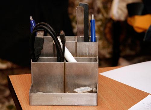 Metalen pennenhouder